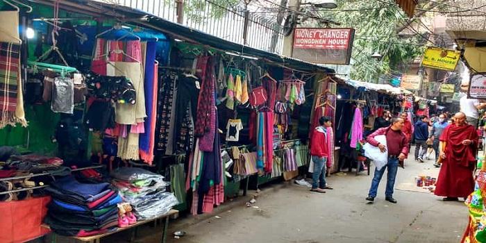 1. Janpath and Tibetan Market