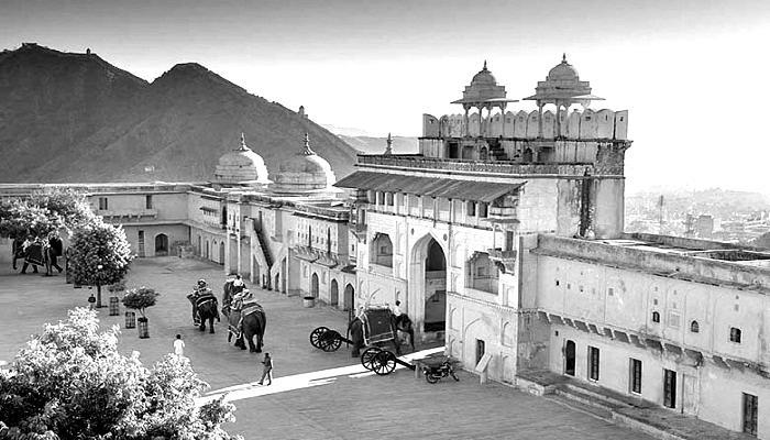 history-of-amer-fort-blackwhite