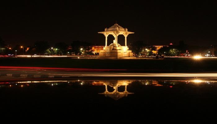 statue circle